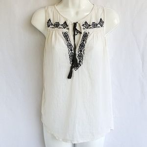 Lucky brand top, size XS, great condition.